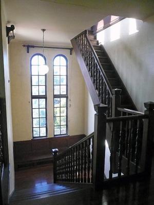 旧マッケンジー邸階段.jpg